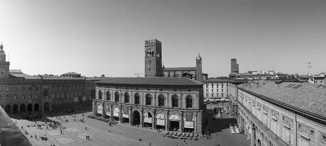 Piazza-Maggiore-large-OK-Home